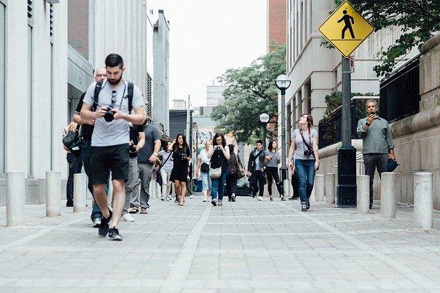 procházka turistů