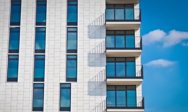 sklenené dvere na balkónoch.jpg