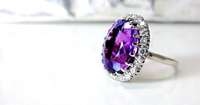 fialový prsteň.jpg