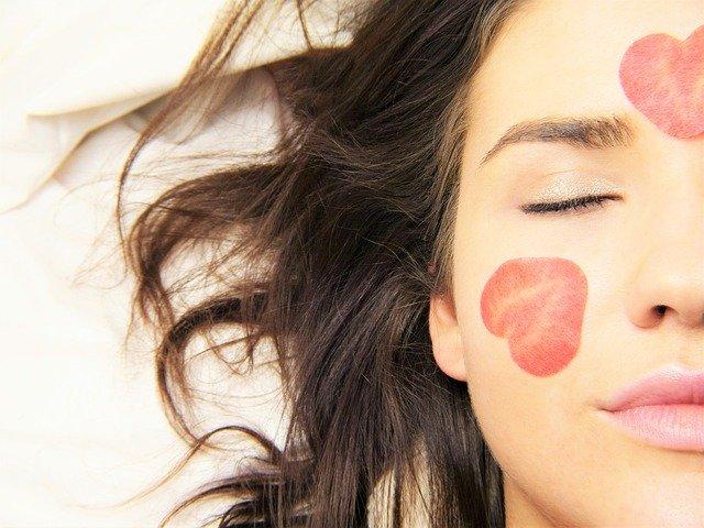 Ženská tvár, pleťová maska.jpg